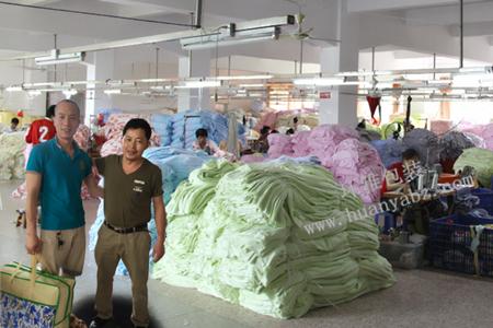 恭祝环雅包装与成都市爱斯佳床上用品集团公司签约成功