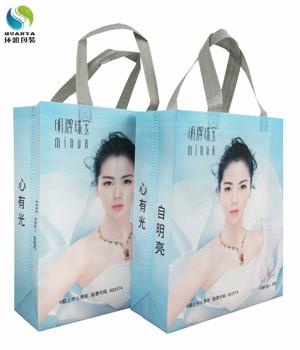 刘涛与环雅包装生产的无纺布珠宝袋一起为明牌珠宝代言